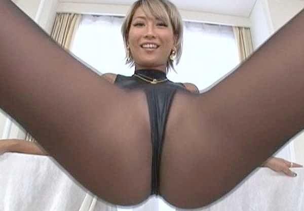 ◆AIKA◆『じっくり見ていいよ♡』脚フェチ納得の超接写!食い込み黒パンストに光沢パンスト!美脚と巨尻が揺れる!