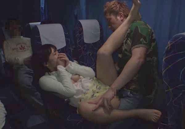 ◆素人◆『あぁッそんな激しくされると…♥』バレたらアウトのこっそり企画!バス内で悶える激ピストンSEX!
