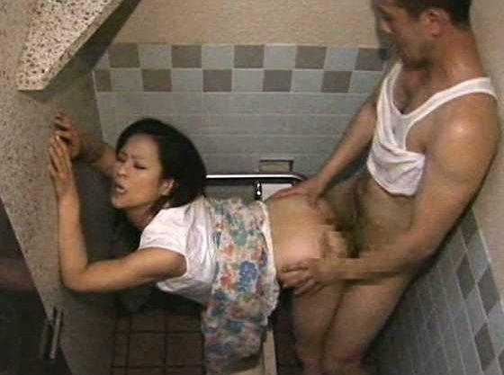 ◆ヘンリー塚本◆不倫ナンパから始まる異常性癖…トイレで声我慢Fuckに悶える人妻!スワップ志願夫婦を募集して官能空間へ
