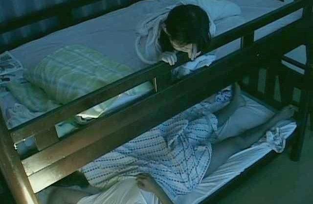 ◆企画◆『お姉ちゃんエッチしてる…♥』姉のSEXが気になる妹!下段の様子を恐る恐るうがかうw