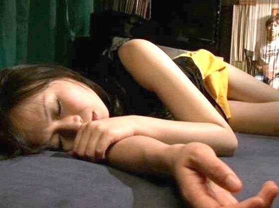 ◆羽月希◆泥酔して眠り込む彼女の友人!無防備な爆乳に興奮してハメちゃう男ww