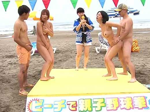 ◆企画◆夏の海で真剣勝負、家族対抗脱衣じゃんけん大会!まけたら罰ゲームで近親相姦!年頃息子が母娘のハダカに興奮のフル勃起