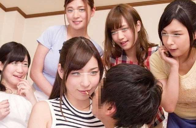 ◆人妻◆『ダンナには秘密やで♥』関西弁人妻が迫る王様ゲーム!主観フェラに大興奮、調子に乗っちゃう男ww