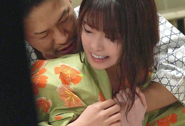 ◆NTR温泉◆『私、彼がいるんで…♥』彼氏が仕組んだ寝取られ計画!!イケメン誘惑に落ちて抱かれちゃう浴衣少女w