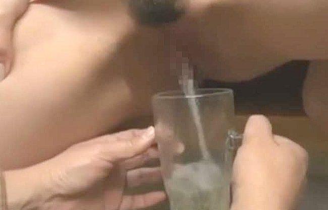 ◆熟女◆『ほら、ちゃんと飲むのよ♥』管理人の爆乳おばさんがM男のチ○ポ管理!人妻のおしっこを飲まされ痴女責めに悶絶w