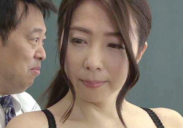 ◆熟女◆『んっ…息子の為なら…♥』人妻の美ボディを使って実践教育!裸体晒して公開Fuckの美人人妻!!!