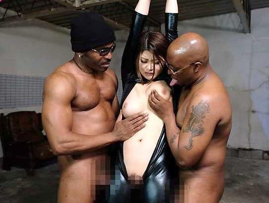 ◆黒人◆『んっ…止めてぇぇぇ!』規格外の黒人チ○ポが巨乳エージェントに襲いかかる!拘束おっぱいを凌辱しまくり膣内射精ww