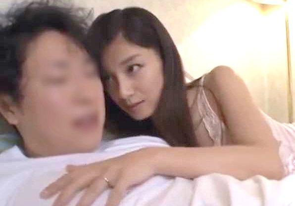 ◆熟女◆『出しちゃっていいのよ♥』嫁の妊娠のためのザーメンをのこさず横取り!痴女られてザーメンを強奪される男www