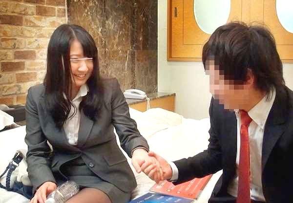 ◆素人ナンパ企画◆『恥ずかしいですね…♥』同僚男子と気まずいミッション!スレンダー美女がチ○ポに悶える膣内射精SEX