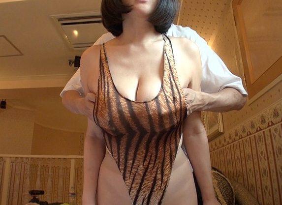 ◆爆乳◆『んっ、そこヤバい…♥』極上の着衣巨乳に妄想限界!主観フェラで見つめて焦らす爆乳娘に大量顔射wwww