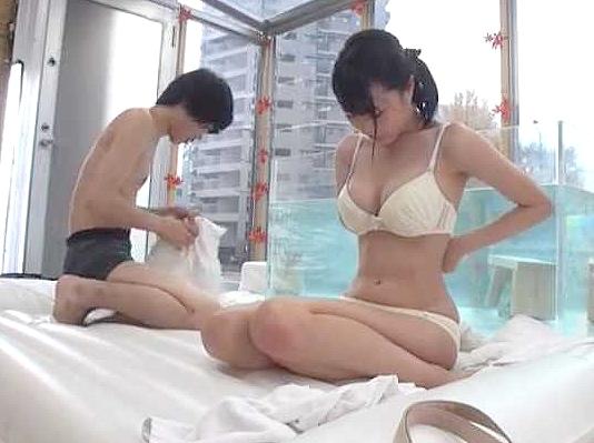 ◆素人ナンパ◆『ナイショにしてね…♥』着衣巨乳のJDが友人男と挑むエロチャレンジ!温泉混浴で理性を失い生ハメFuck