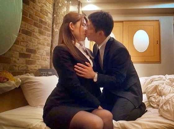 ◆企画◆『んっ、どうしよう、気持ちぃ…♥』人妻OLが同僚男子に抱かれる寝取られFuck!エロ企画でテンション上がって悶絶
