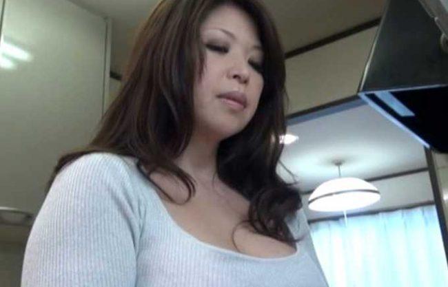 ◆熟女◆『んっ…いけないわ…♥』むちむち熟女の爆乳に興奮!秘密の混浴で禁断NTRの近親相姦SEX!!