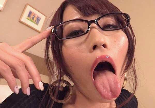 ◆痴女◆『いっぱい欲しい…♥』M男チ○ポを主観フェラ&電マに乱れておもらし失禁!美ボディでヤリまくりの淫乱娘!!