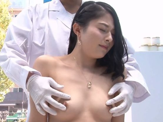 ◆人妻ナンパ企画◆『イヤっ、気持ちぃかも…♥』乳首の色を改善したい素人奥様!おっぱいエステで卑猥な刺激に悶絶しちゃうw