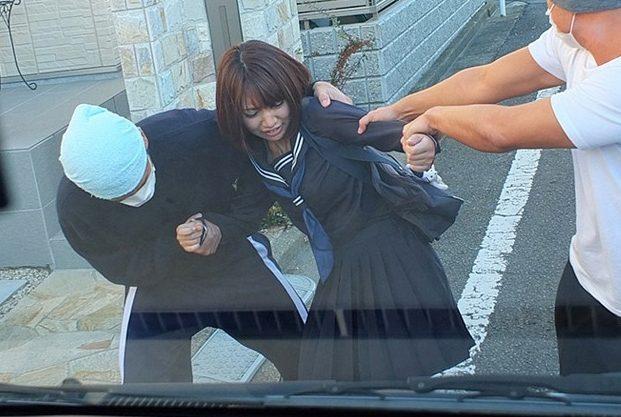◆レイプ◆『いやッ、止めて…!』激カワ女子校生を車に無理矢理拉致!スパンキング&イラマチオで無慈悲に犯す中だしレイプ