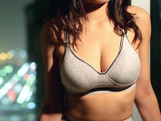 ◆人妻◆『あぁッ、キモチぃ…♥』絶品ボディのスポーツ人妻!腹筋締まったスレンダー爆乳ボディでチ○ポ感じて絶頂w