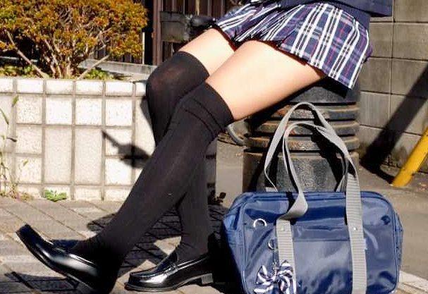 ◆脚フェチ◆『イカせてあげる♥』絶対領域が眩しいニーハイ女子校生!足コキ&おっぱい揺らす立ちバックでご奉仕w