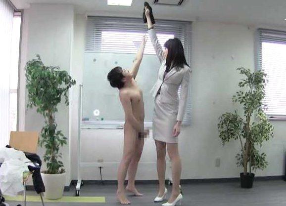 ◆痴女◆『はい、あなたのパンツ♥』180cmのモデル体型な女社長!フェラ&乳首責めで勃たせる羞恥、大量ザーメンを搾取ww
