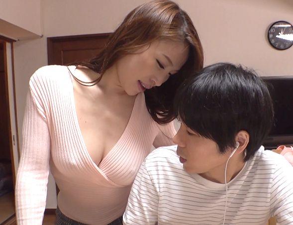 ◆痴女◆『触っていいのよ♥』息子を愛するおばさんがノーブラ巨乳を見せつけて誘惑!爆乳揺らすガン突きで中だし絶頂のエロ主婦
