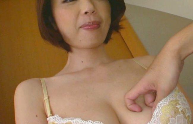 ◆熟女◆『んっ、気持ちぃ…♥』ドMおばさんをおっぱい鷲掴み&ガチ挿入の寝取りSEX!爆乳揺らして汗だくFuckに絶頂ww
