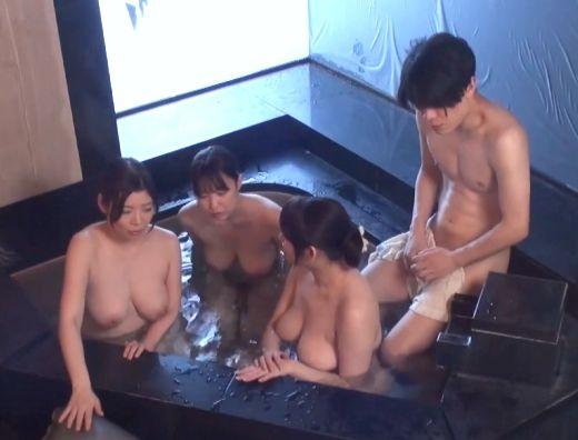 ◆熟女◆『なに、恥ずかしいの?♥』爆乳人妻に囲まれてハーレム混浴!フェラ&パイズリ⇒巨乳が揺れる悶絶生ハメFuck