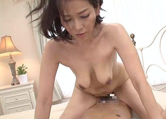 ◆五十路◆『んっ、固い…♥』淫乱主婦が悶絶しまくる禁断SEX!チ○ポにまたがり腰振り絶頂のおばさんw