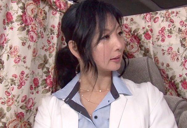 ◆人妻ナンパ企画◆『もうおばさんですので…♥』美人主婦をナンパでHなインタビュー!他人棒に欲情して禁断中だし絶頂w