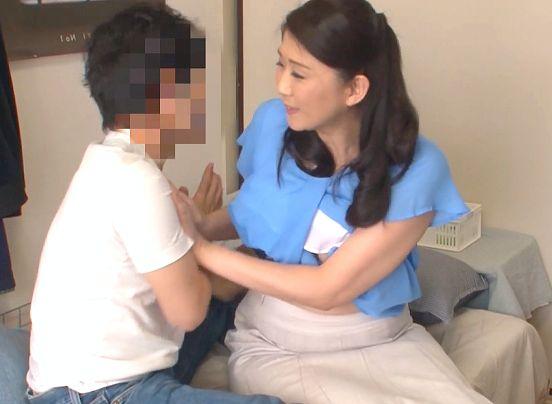 ◆熟女◆『そ、そんなサービスはないので…♥』家事代行のおばさんに懇願して挿入に持ち込む男!禁断Fuckでおっぱい堪能ww