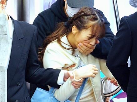◆三上悠亜◆『もう許して…!』アイドル女子大生が鬼畜に狙われて痴漢の餌食!逃げられずに生挿入される集団レイプ!!